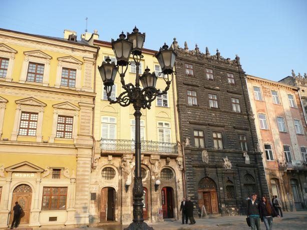 Der Ausblick auf die Ostseite vom Rynok-Platz in Lemberg