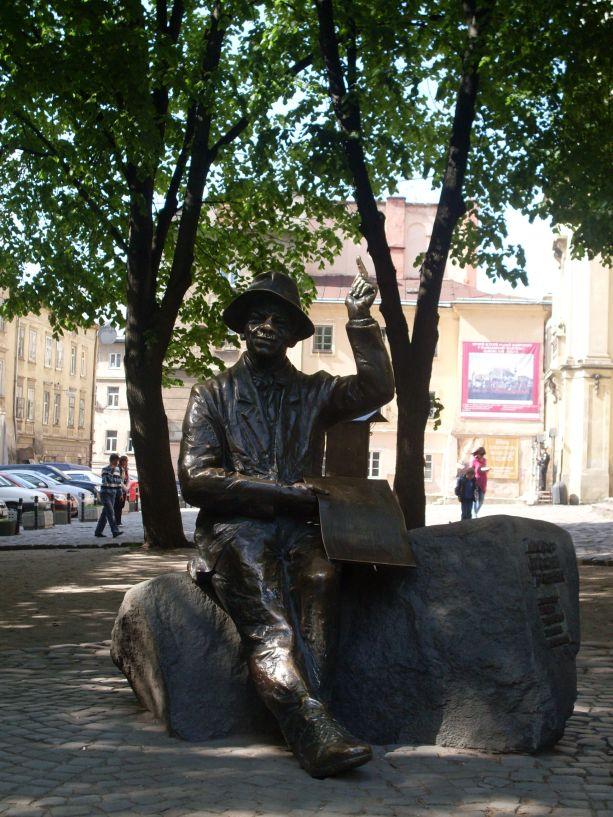 Das Nikifor-Drowniak-Denkmal in Lemberg